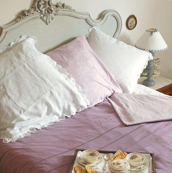 une housse de couette aux tons de rose ancienne r alis e dans des draps anciens couture. Black Bedroom Furniture Sets. Home Design Ideas