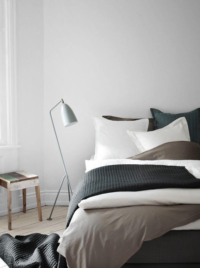 Contraste noir, blanc et gris, ligne graphique de la lampe Home