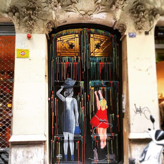 I came back to my door... And i found this...!? Ideas to dress your doors?  #doors #streetart #interior #inspiration #decor #decoration #design #graffitis #woodendoors #frontdoors #architecture #building #apartment