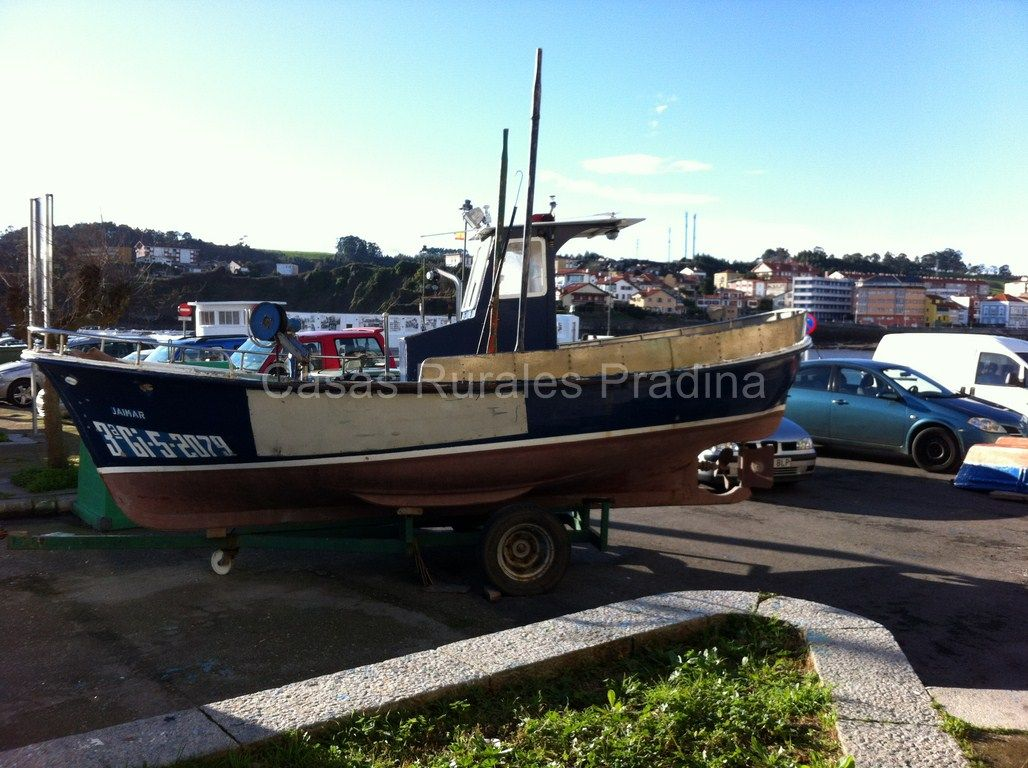 Barco pesquero en el muelle de #Luanco. www.casaspradina.com