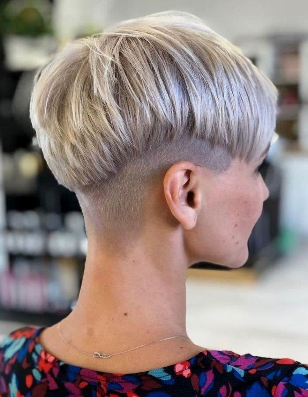 Frisuren  Frisuren kurze haare braun, Kurzhaarfrisuren