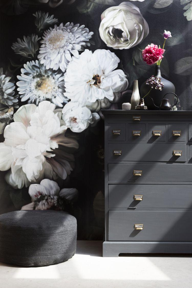 3d flowers on black canvas ellie cashman wallpaper for Eigen kamer ontwerpen 3d