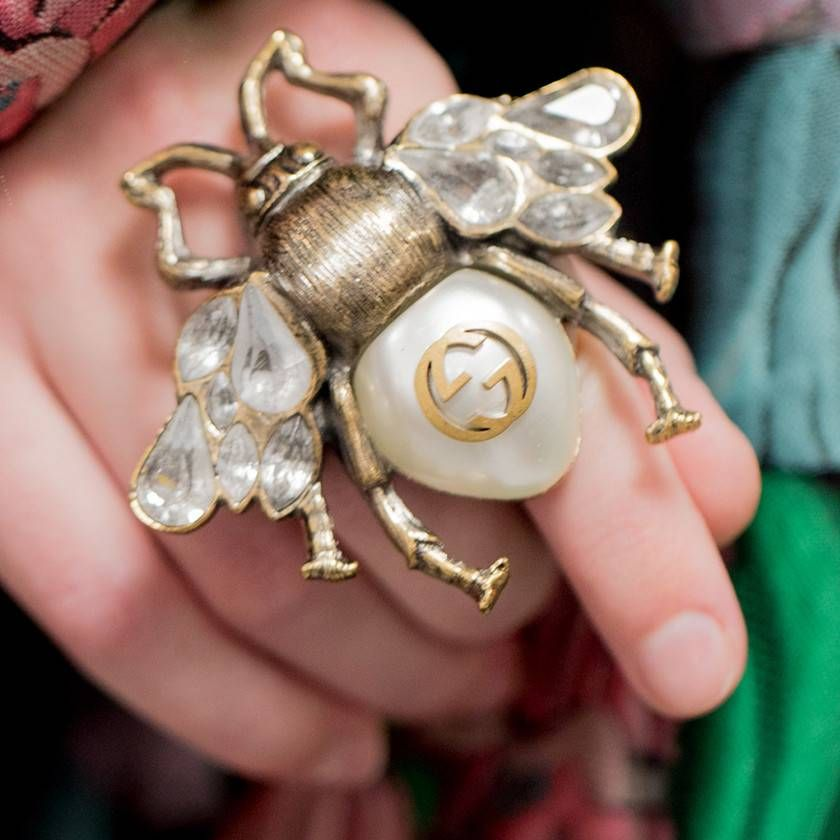 0d553d09a6 Bee brooch with crystals and pearls in 2019 | Public | Bee ring ...