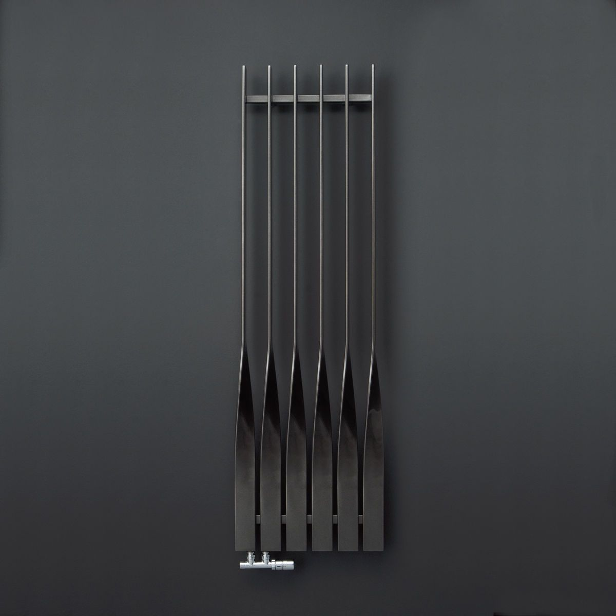 radiateur eau chaude vertical design original cyklon by m4m studio terma sp z o o. Black Bedroom Furniture Sets. Home Design Ideas