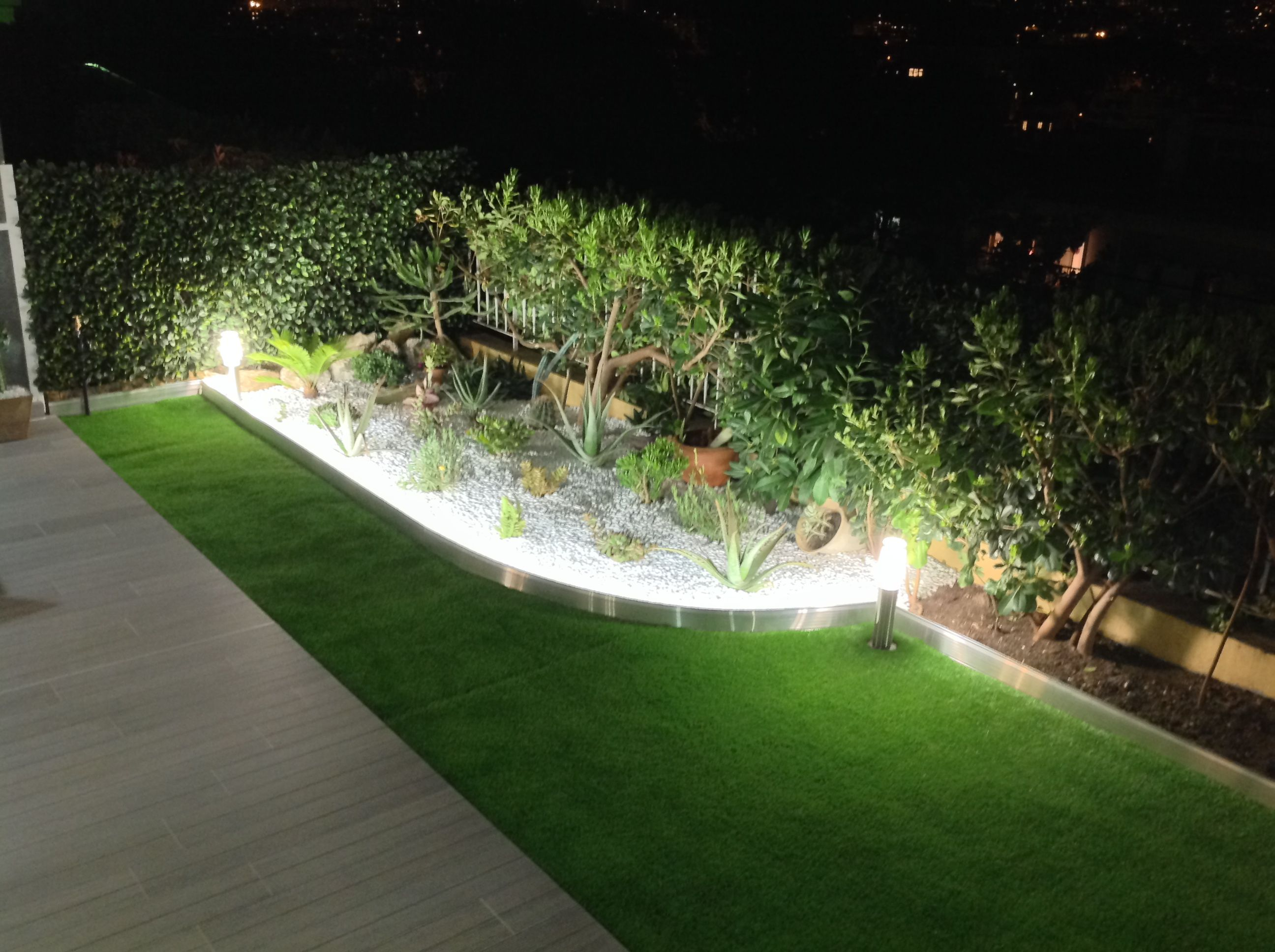 bordure de jardin en aluminium brut avec clairage led