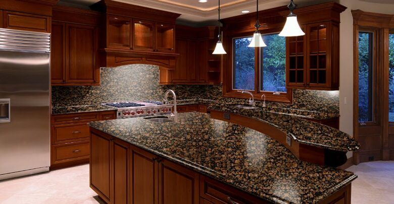 انواع الرخام للمطابخ ونصائح قبل شراءه In 2021 Brown Granite Countertops Brown Granite Dark Brown Kitchen Cabinets