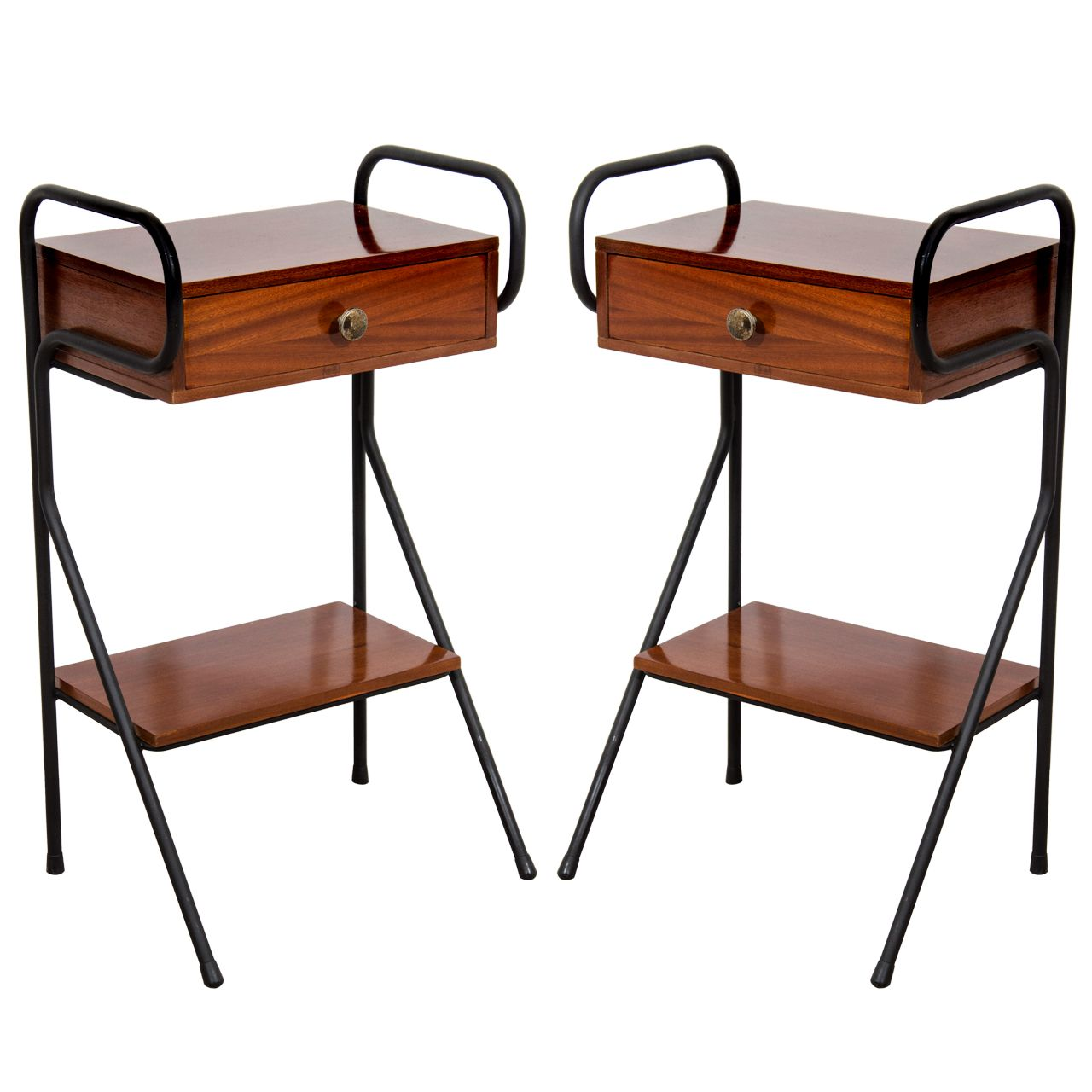 Best 1Stdibs A Pair Of Mid Century Nightstands Attributed To 640 x 480