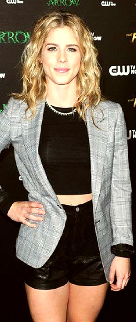 Emily Bett Rickards : Celebrity_Abs