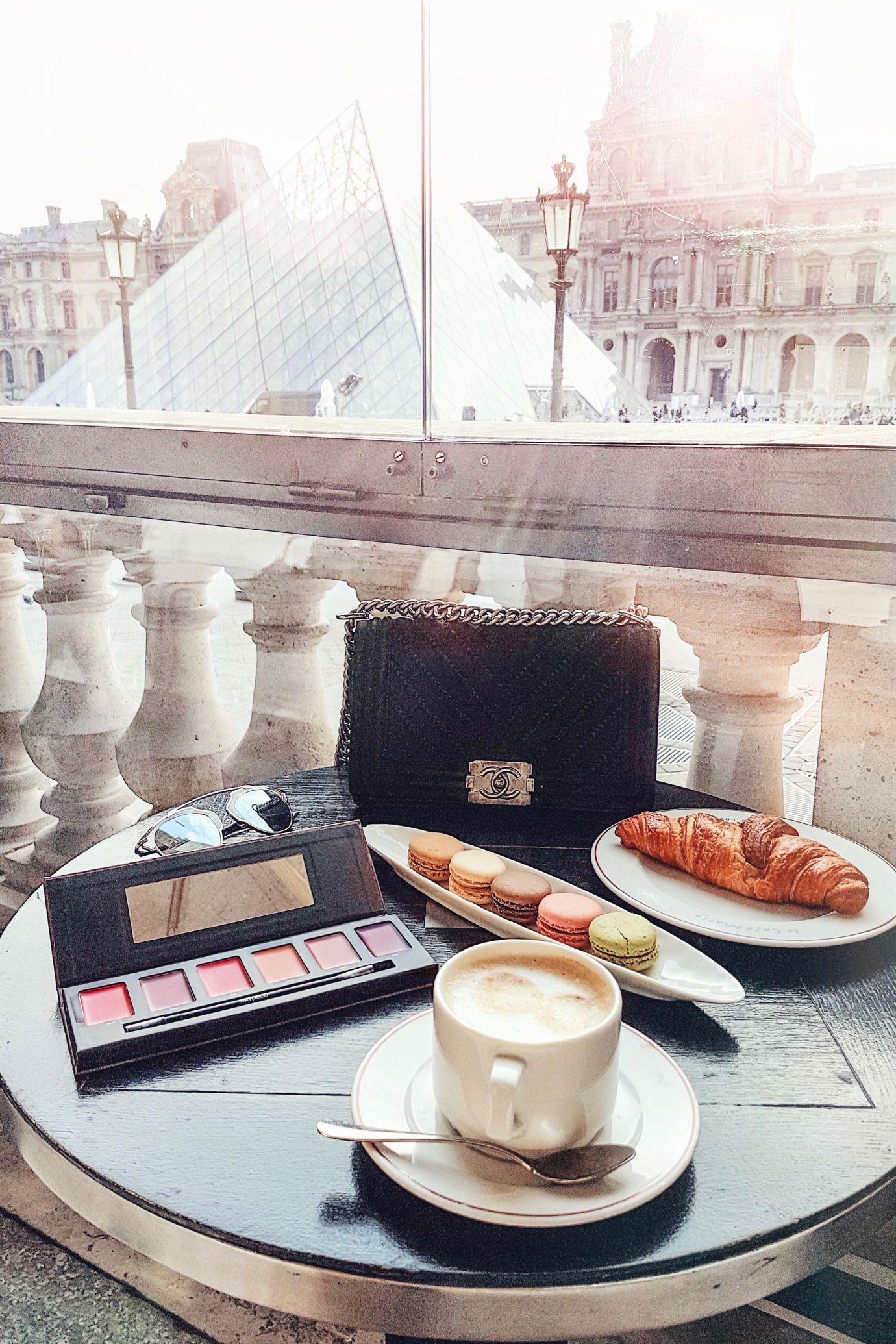 Louvre, Macarons & Chanel, Paris http://www.ohhcouture.com/2017/01/christmas-break-paris/ | #ohhcouture #LeonieHanne