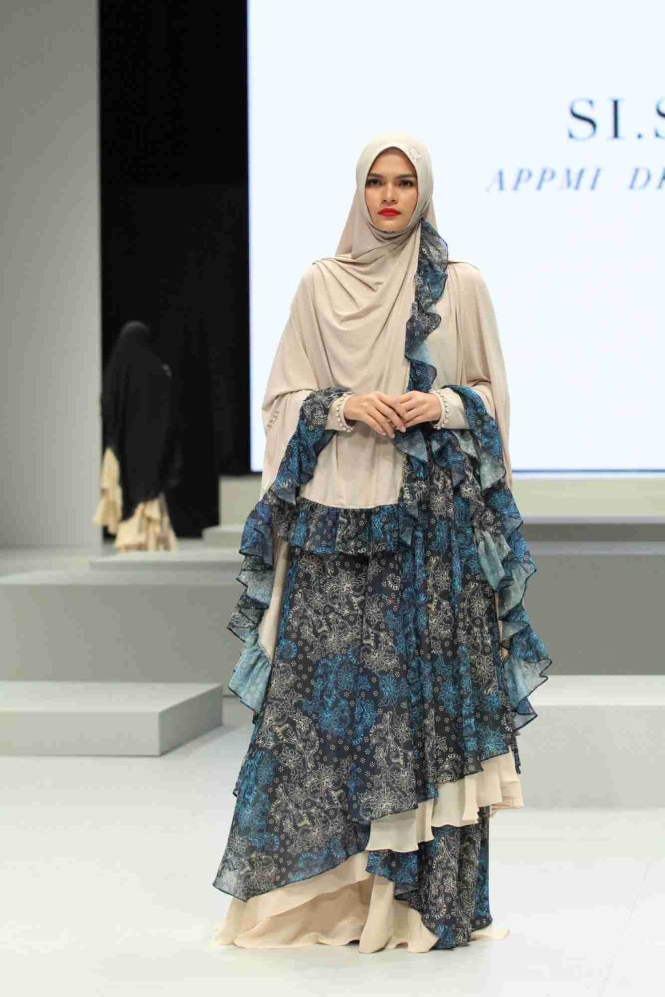 Desain Batik Modern Wanita Muslimah di 10  Model pakaian