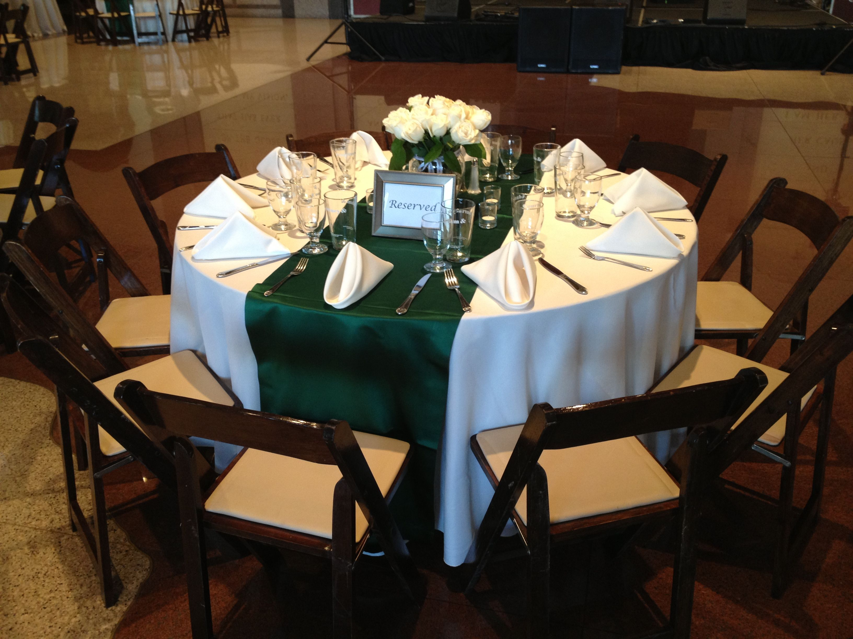 June 2017 Wedding Reception With Ivory Linens And Hunter Green Table Runners