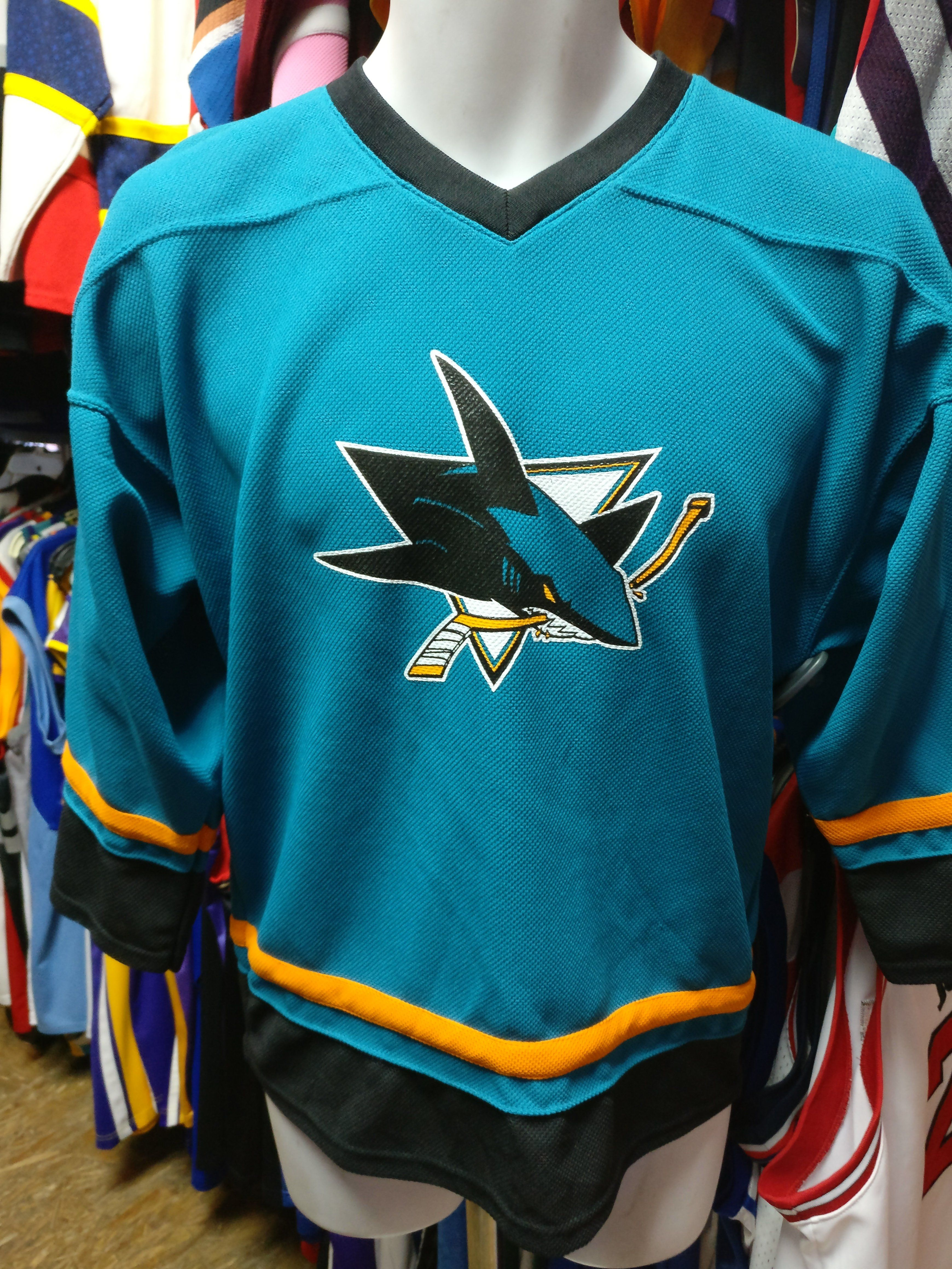 the best attitude dce59 3092a Vintage SAN JOSE SHARKS NHL Jersey YXL | Products in 2019 ...