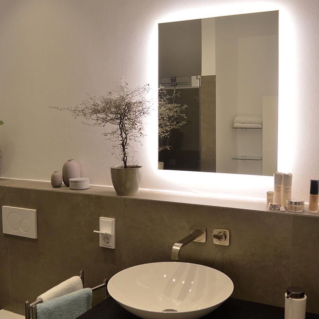 Siena Rundum Design Badspiegel Mit Led Beleuchtung Zum Produkt Artikelnummer 2201002 Webseite Www Spiegelid De Direktlink Www Spiegelid De Produkt Si