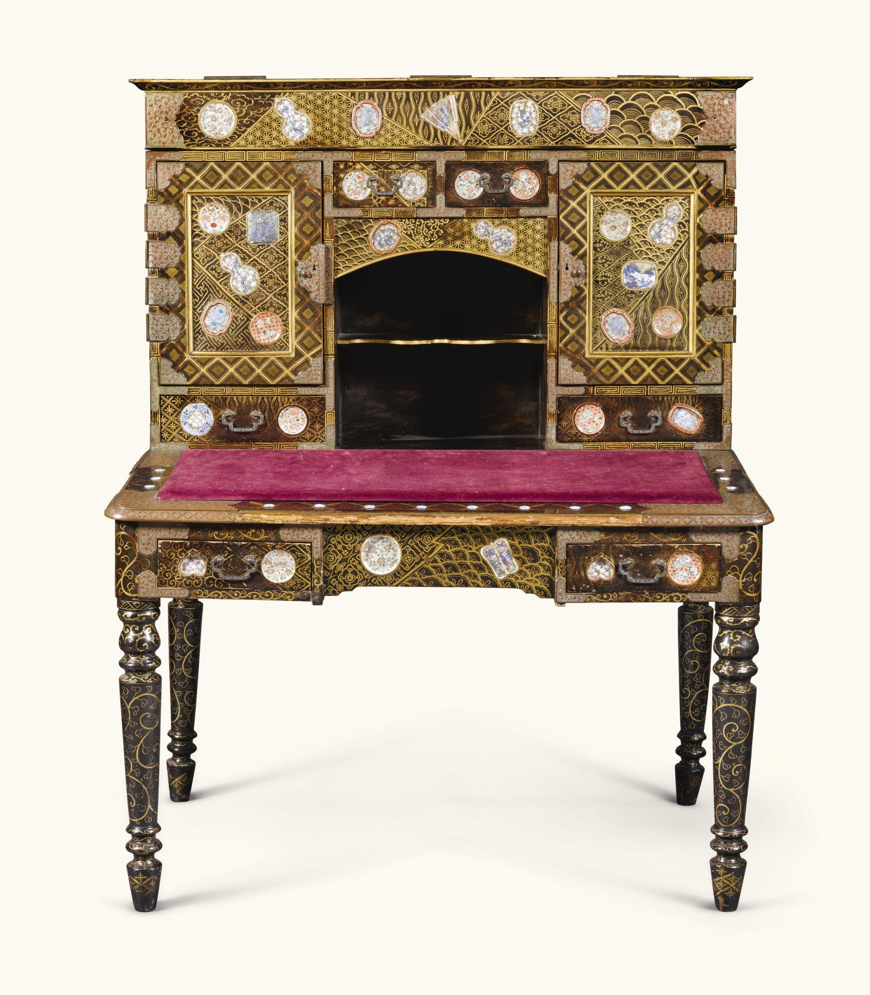 Escritorio Laqueado Y Con Aplicaciones De Porcelana Periodo Meiji  # Muebles Arte Povera