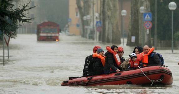 Perché i media (e i social) non parlano dell'alluvione di Modena?