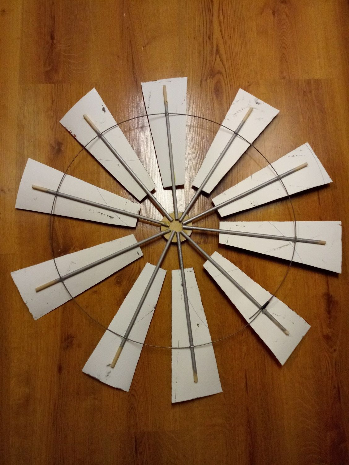 Make your own Farmhouse Windmill decor -  Windmill decor