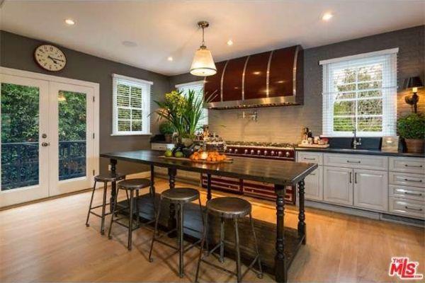 Jeremy Renner house furniture island