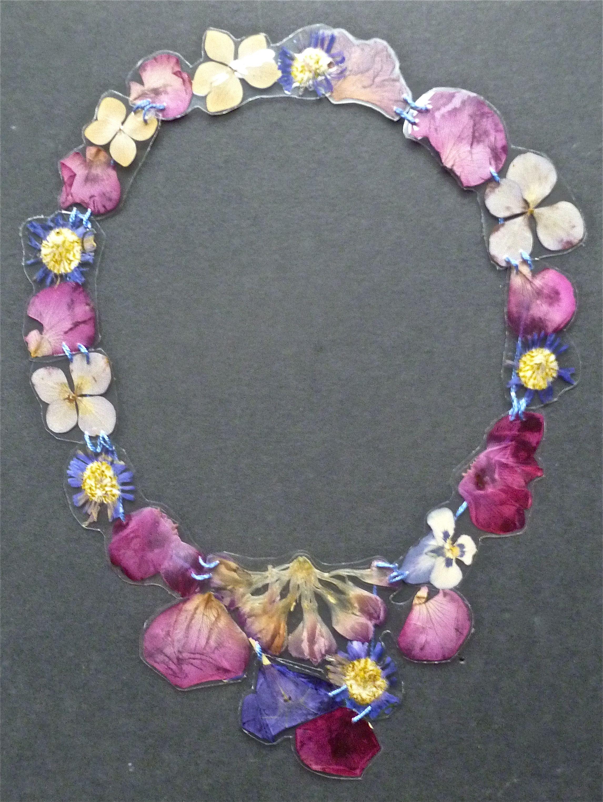 veronica guiduzzi, collana fiori plastificati e cuciti, 2012