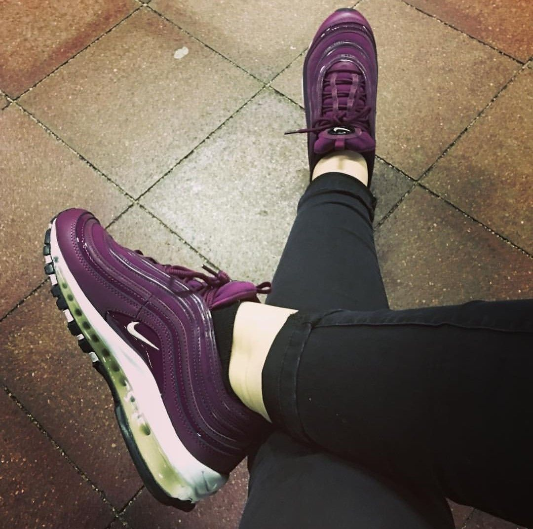 buy popular 0d08b 56cc2 Nike Air Max 97 in dunkel lila weiß    Foto  antoni loves sneakers   Instagram