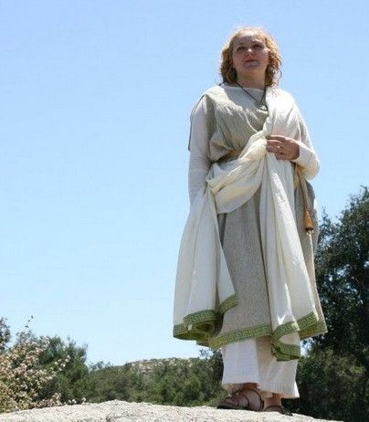 How to make and wear a Roman Stola and Palla | Romano