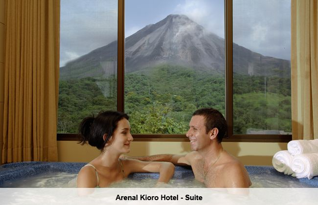 Arenal Kioro Suite waterpool.