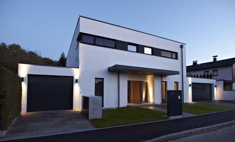 Haus t m nchen architecture und for Minimalistisches haus grundriss