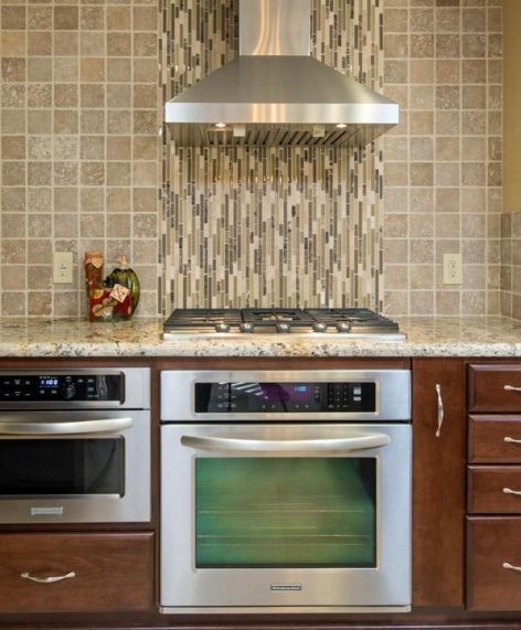 kitchens noce travertine 4x4 with cappuccino linear accent vertically      rh   pinterest com
