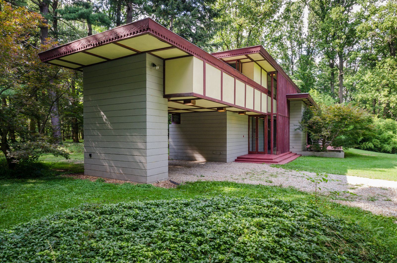 The Frank Lloyd Wright Designed Louis Penfield House In Ohio Is For Sale For 1 3m Lloyd Wright Frank Lloyd Wright Japanese Design