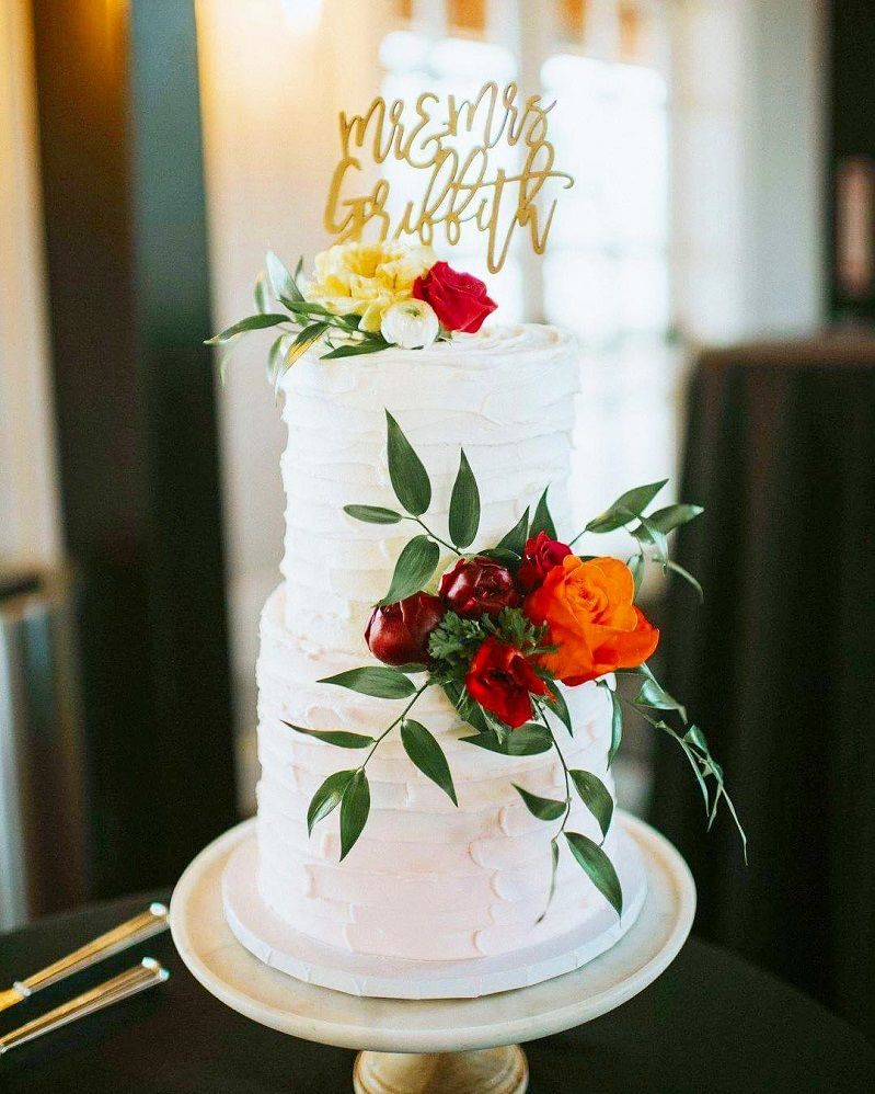 29 Beautiful Wedding Cake With Roses Decoration