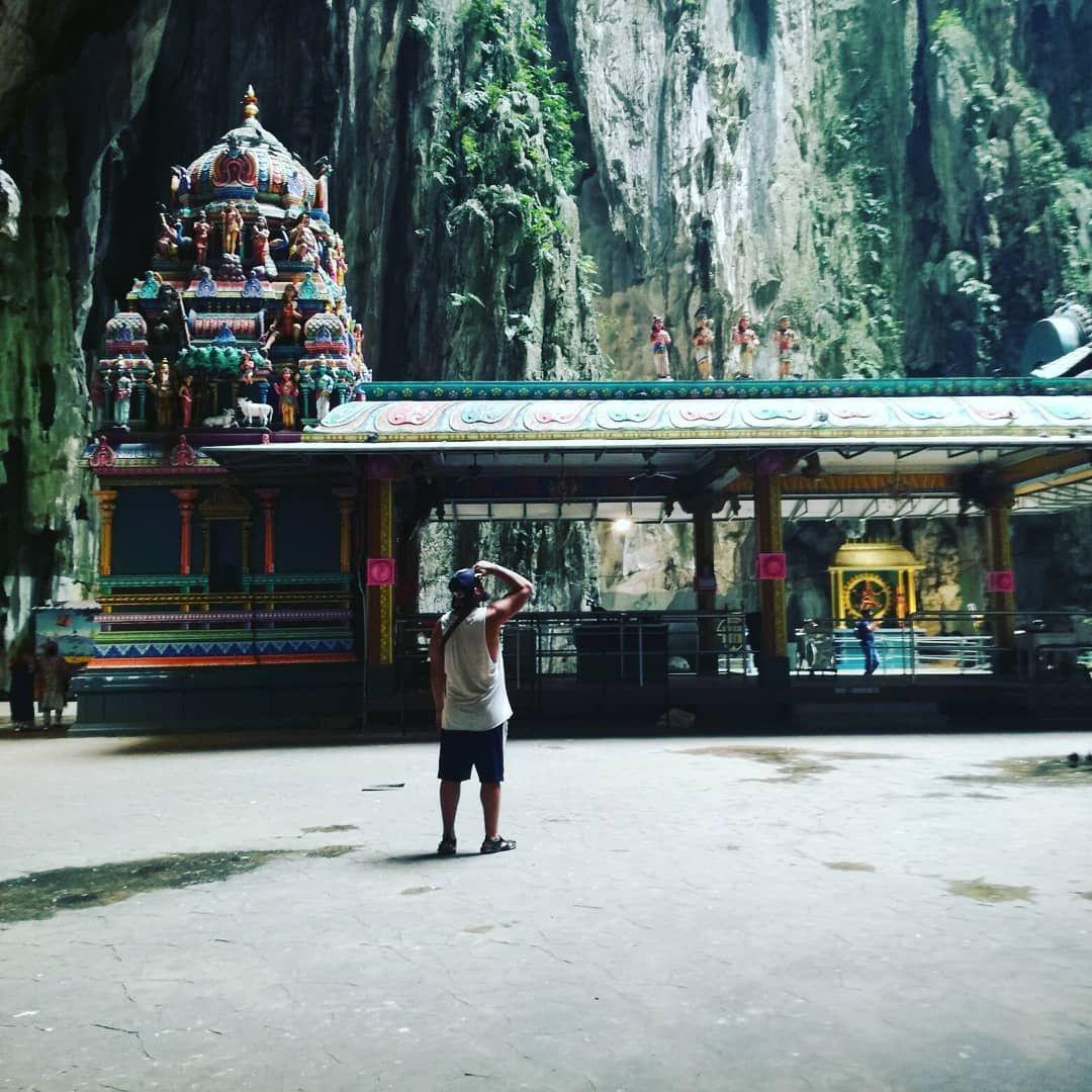 Cuando te sientes pequeño.... #cueva #cave #batucaves #murcielago #monkey #mono #naturaleza #malaysia #kualalumpur #paradise #animals #animallovers #paz #hindu #exotic #love #asia #travel #viaje #relax #estatua #grande #amor #peace