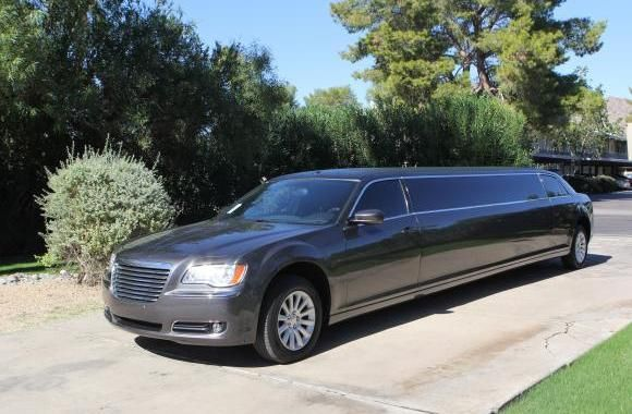 This Company Offers Limo Service For Night Outs And Special Events
