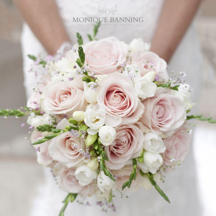 Rosa Brautstrauß #Hochzeitsfeiern Rosa Brautstrauß #Strauß #Braut #pinkbridalbouquets