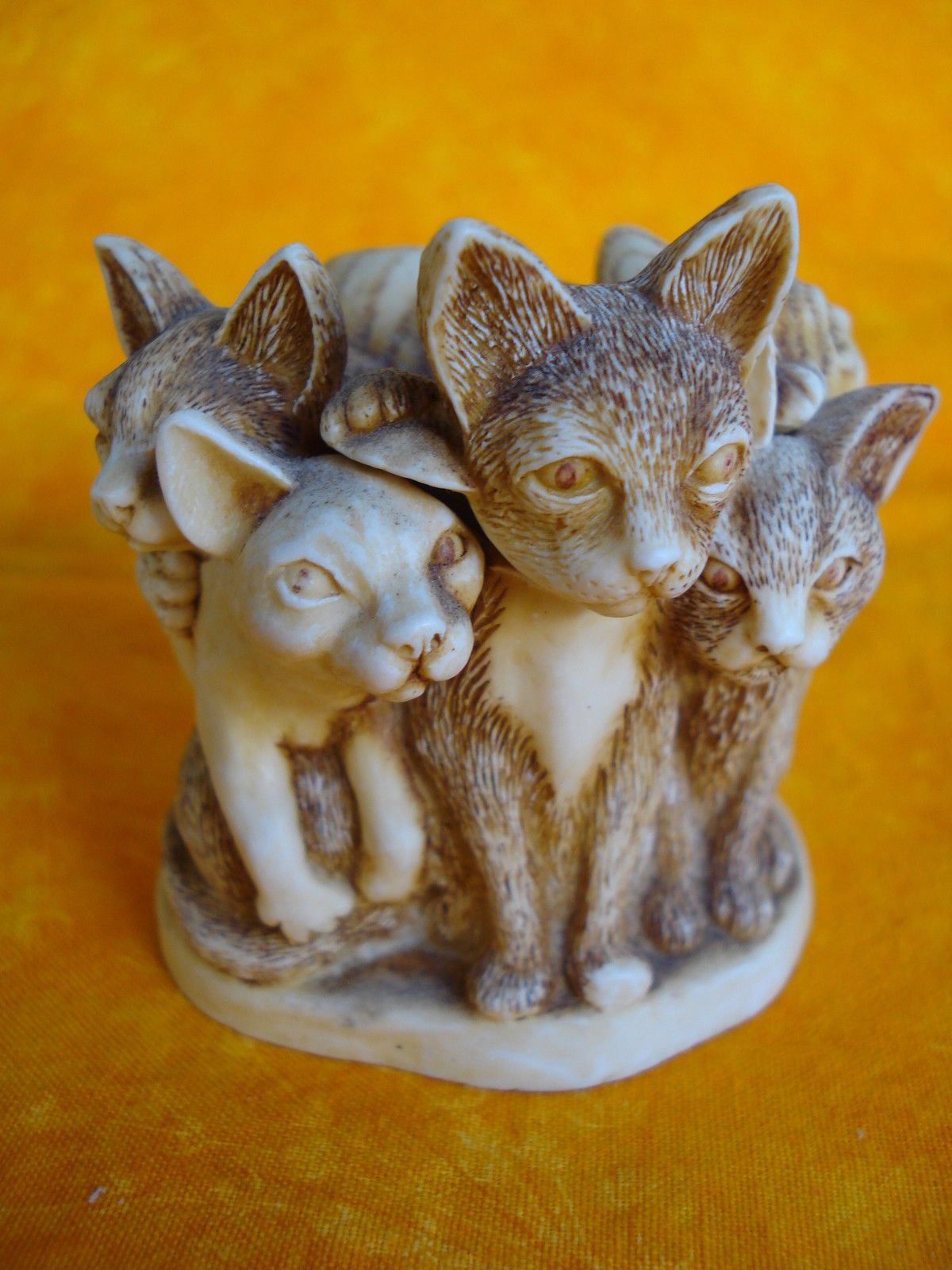 """Harmony Kingdom Six Cats Wound Together  Fur Ball  Treasure Jest  """"FUR BALL"""" TJMT  HARMONY KINGDOM  Released in 4/1/1995  Condition: Nice Condition, no chips or damage.  Comes with its original box but no paper insets.  Measures Approx. 2.13"""" b..."""