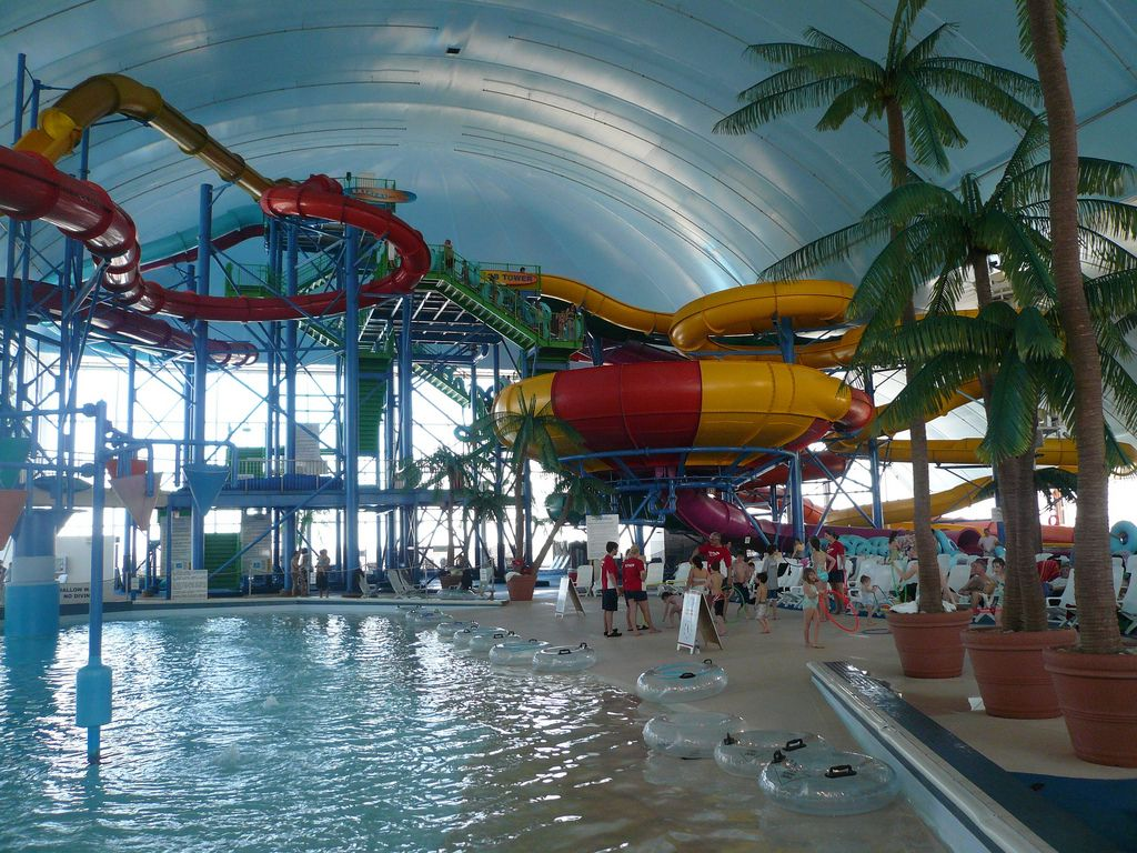 Indoor Swimming Pool With Slides fallsview indoor waterpark - wikipedia, the free encyclopedia