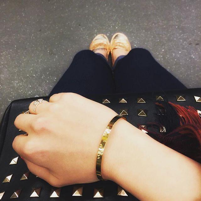 Auf dem Weg zur Arbeit mit meinen liebsten Schmück aktuell von @fraeulein_roeschen ! Das Armband ist so besonders und es war Liebe auf den ersten Blick  das tolle das ich euch einen Online Rabatt von 20% schenken darf!! Mit dem CODE: labellelouveröschen20 #fraeuleinroeschen