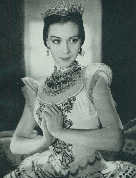 Svetlana Beriosova (1932 - 1998) Royal Ballet Photo: Houston Rogers