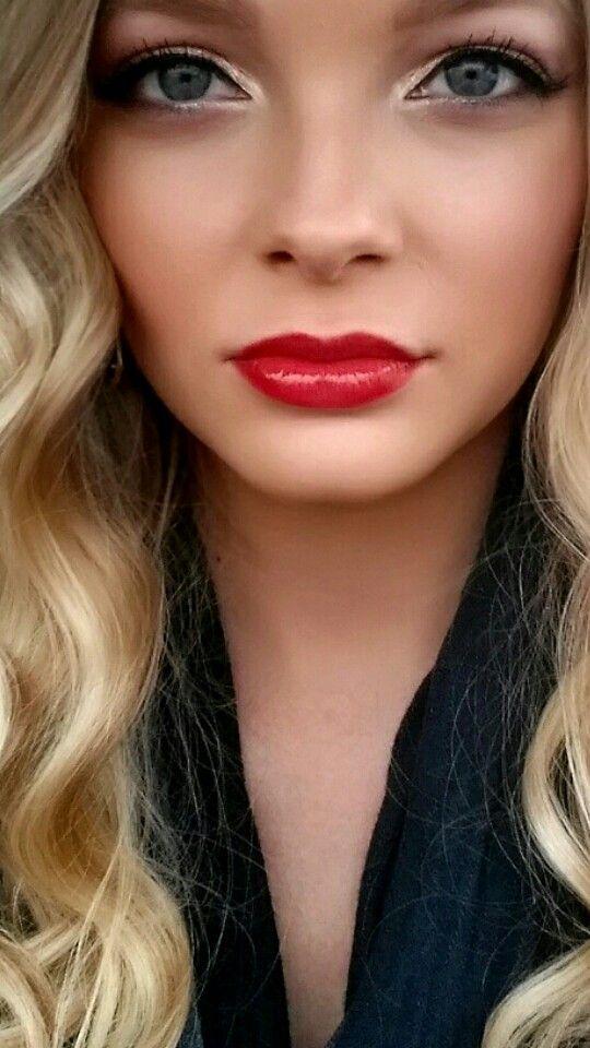 Red Lipstick Bright Red Smokey Eyeshadow Smoky Eyeshadow Gold