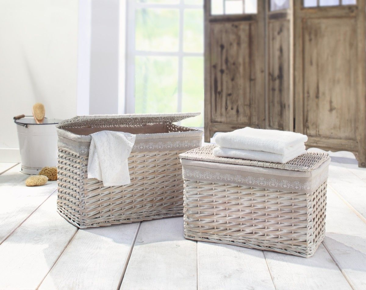 Spaltweide, aufwändig verflochten, klappbarer Flachdeckel aus Vollweide, komplett weiß gekalkt, herausnehmbare Textileinlage in schönem Naturton mit weißem Druck
