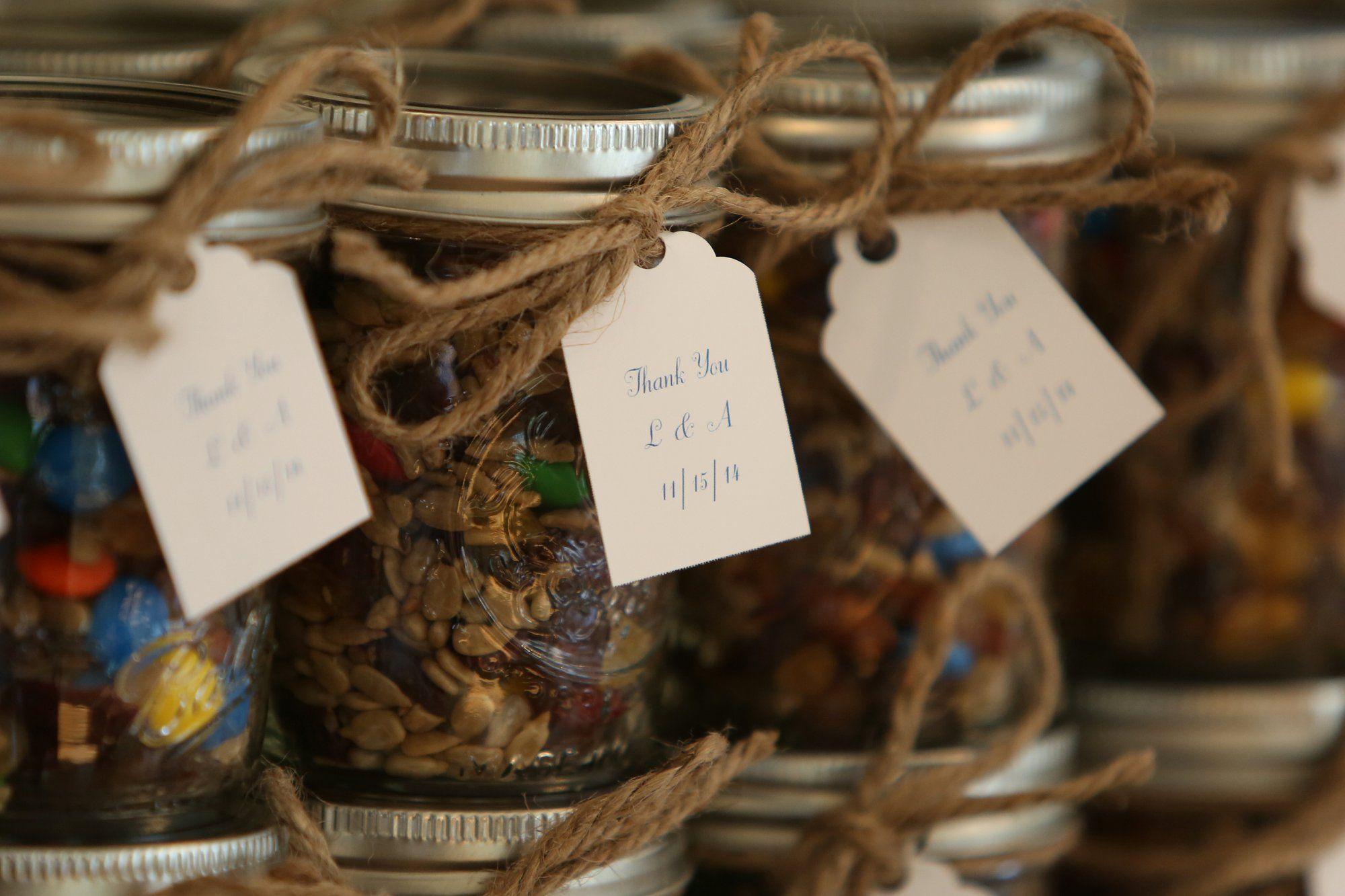 DIY Trail Mix in Mason Jar Wedding Favors  detalles invitados