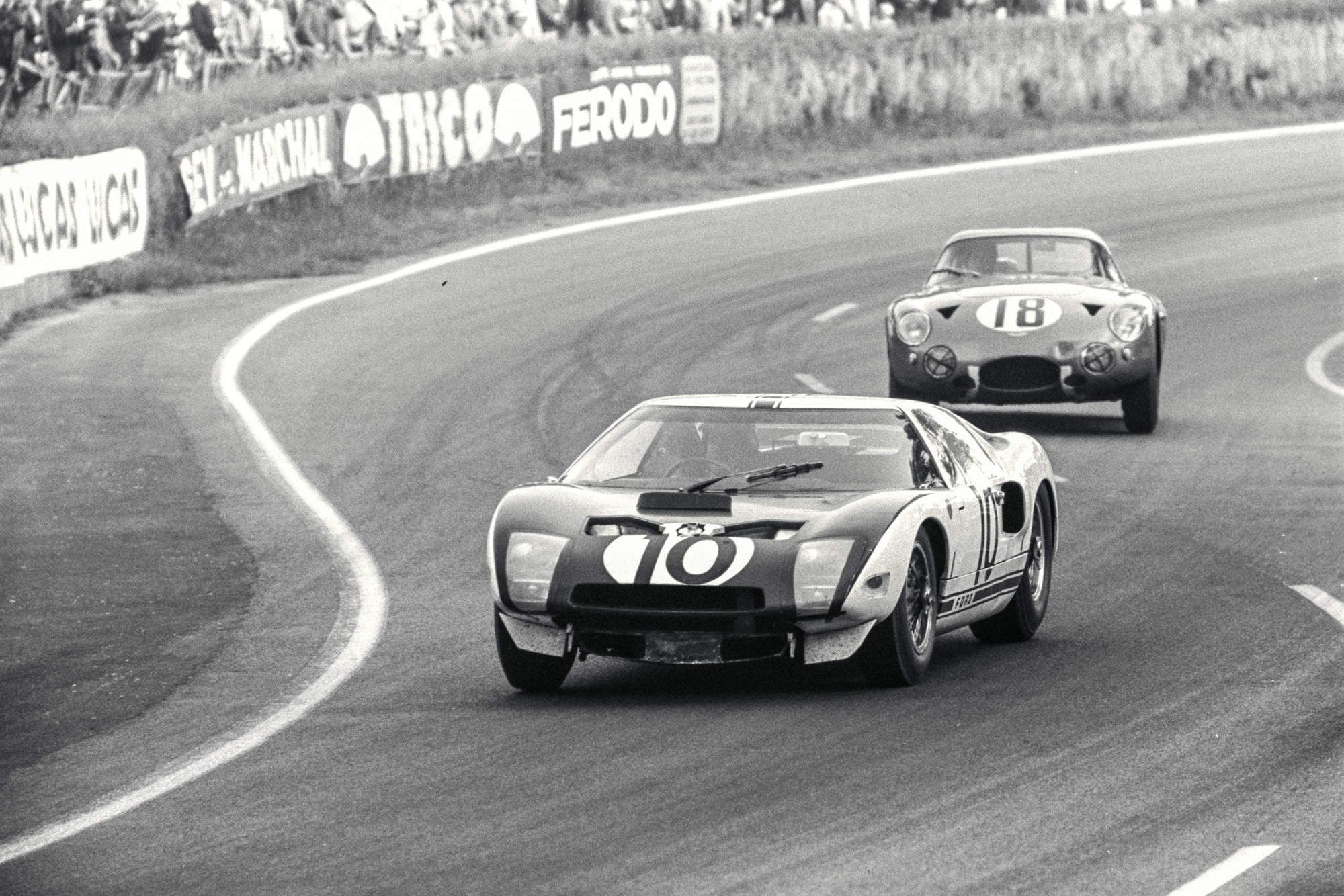 The Gt40 19 Stunning Photos Of The Most Beautiful American Race