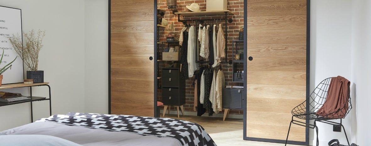 Un Dressing Style Industriel Pour Deux En 2020 Idees Pour La Maison Idee Dressing Et Style Industriel