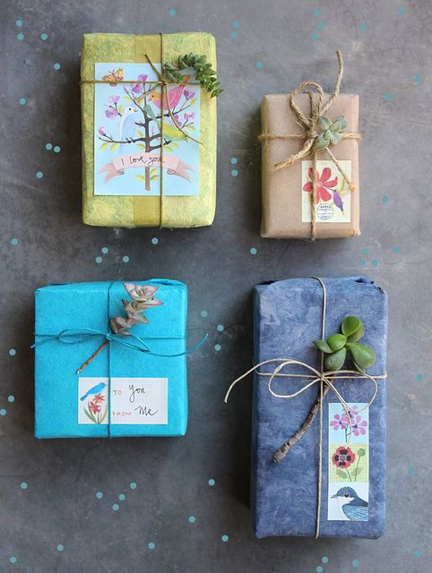 Gift wrapping - Make pretty wrappings by embellishing boxes with colored decorative papers #giftwrapping #emballagecadeau