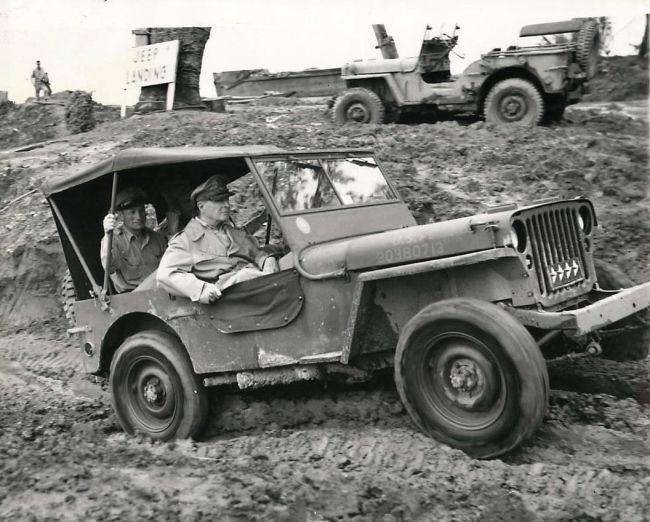 1944-12-22-eisenhower-leyte1