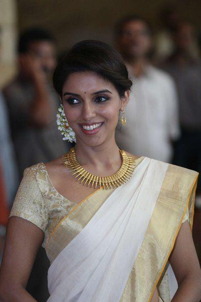 Asin in pretty kerela saree