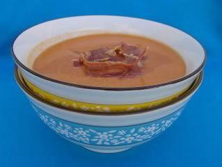 Chocolate     e       Caju: Gaspacho Andaluz com crocante de presunto