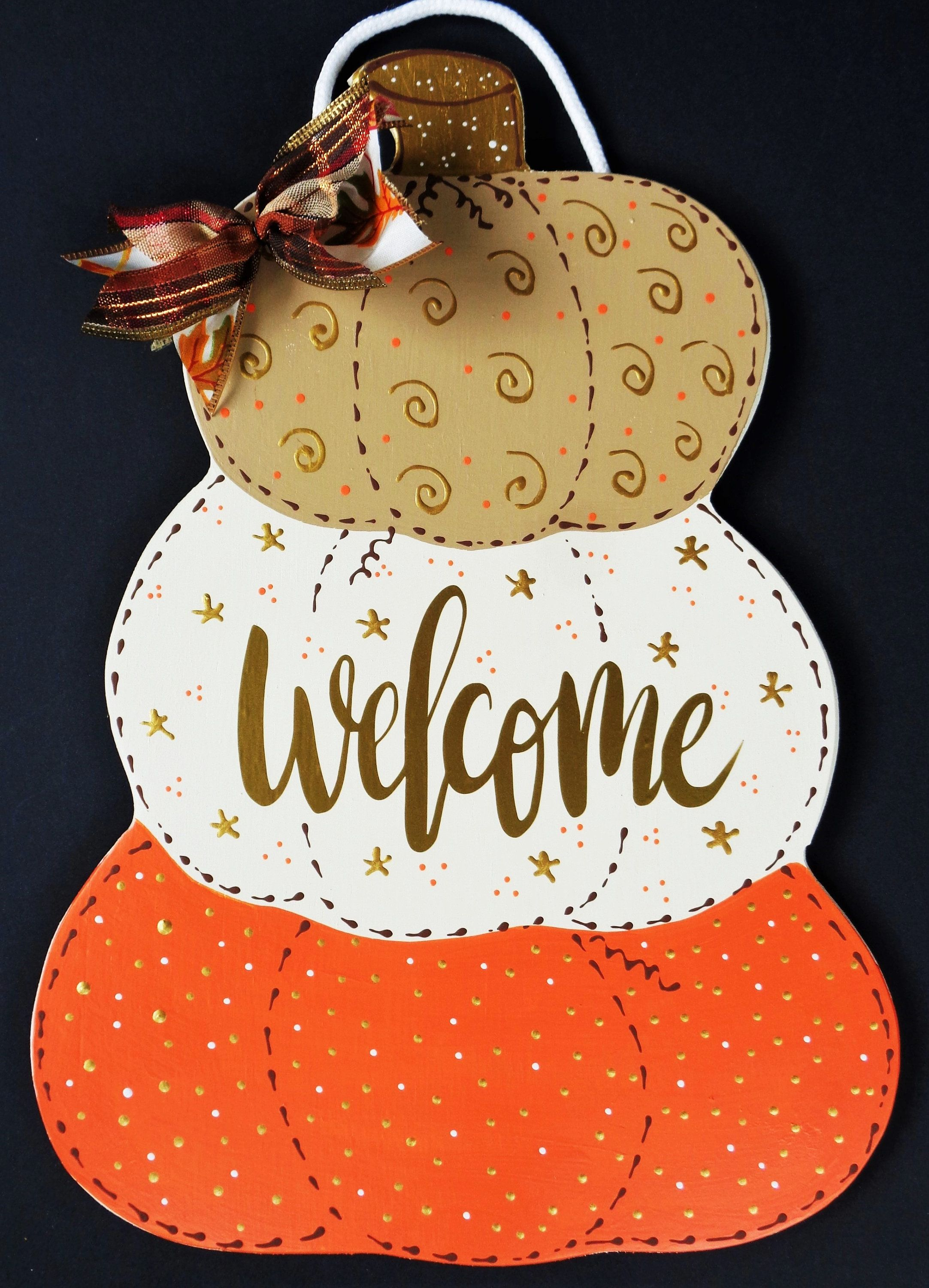 Pin By Nennifer Suasn On Country Door Hangers In 2020 Country Wood Crafts Stacked Pumpkins Art Hanger