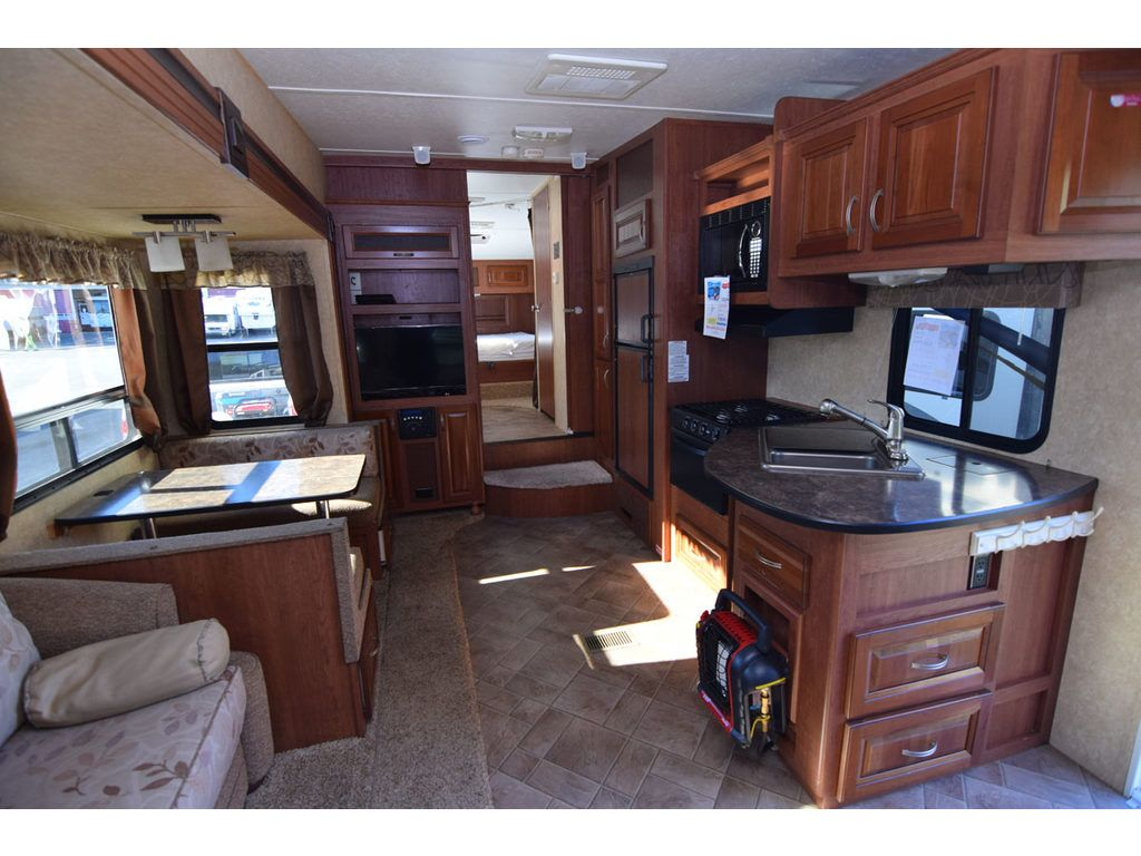 Used 2011 Forest River RV Wildcat extraLite 271RLX Fifth