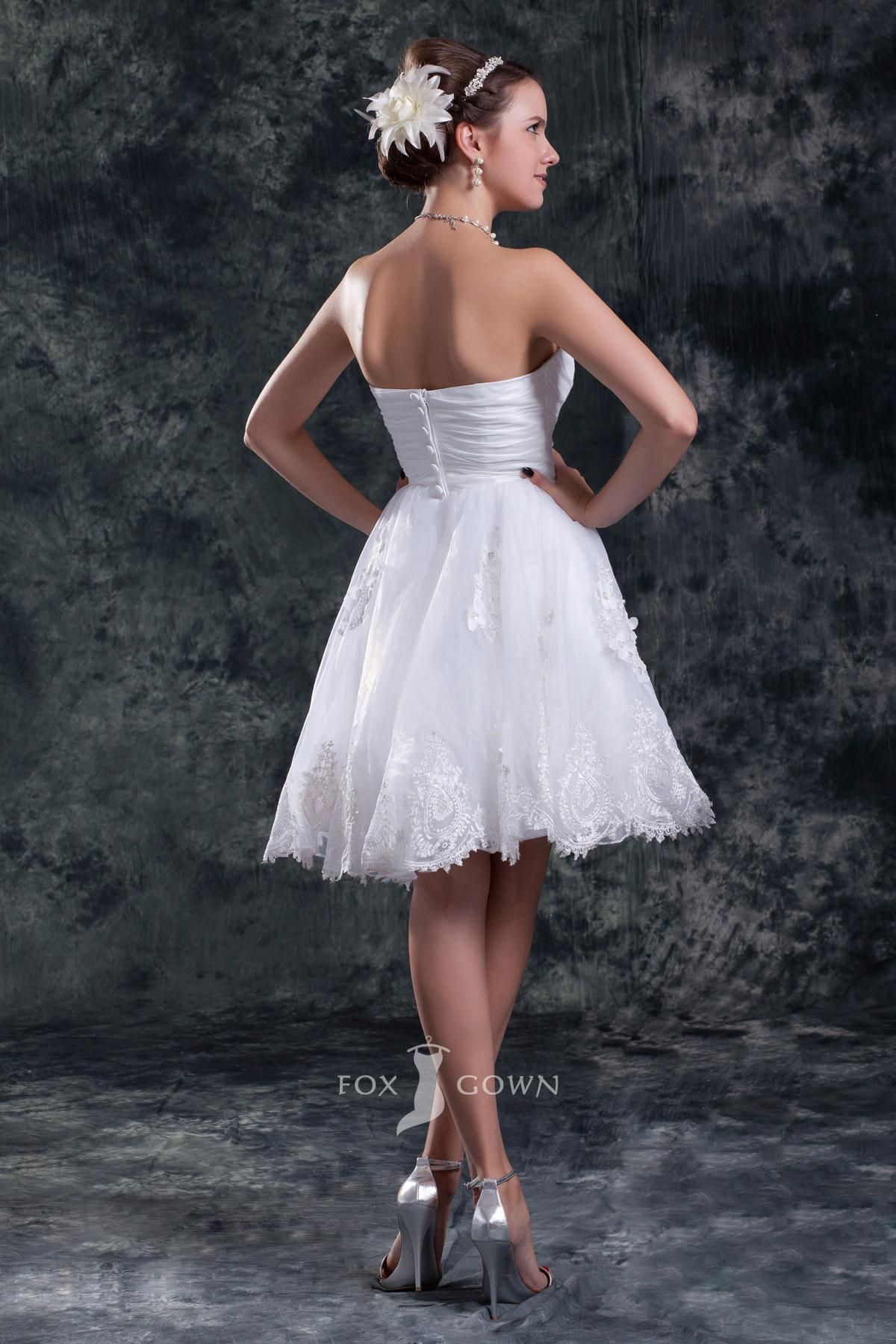 Cute short wedding dresses  cutealinestraplesssweetheartshortlaceappliqueflowerwedding