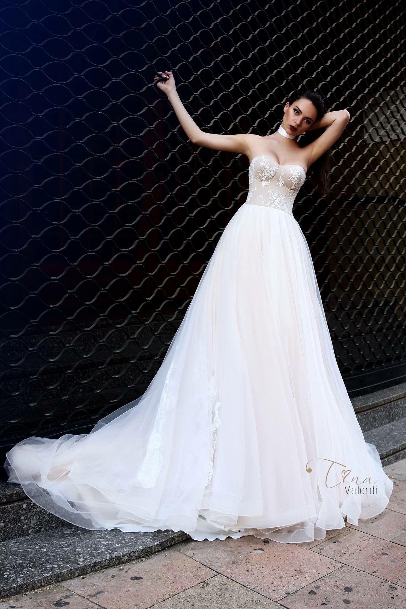 Modern and fabulous wedding dress by tinavalerdi Barcelona
