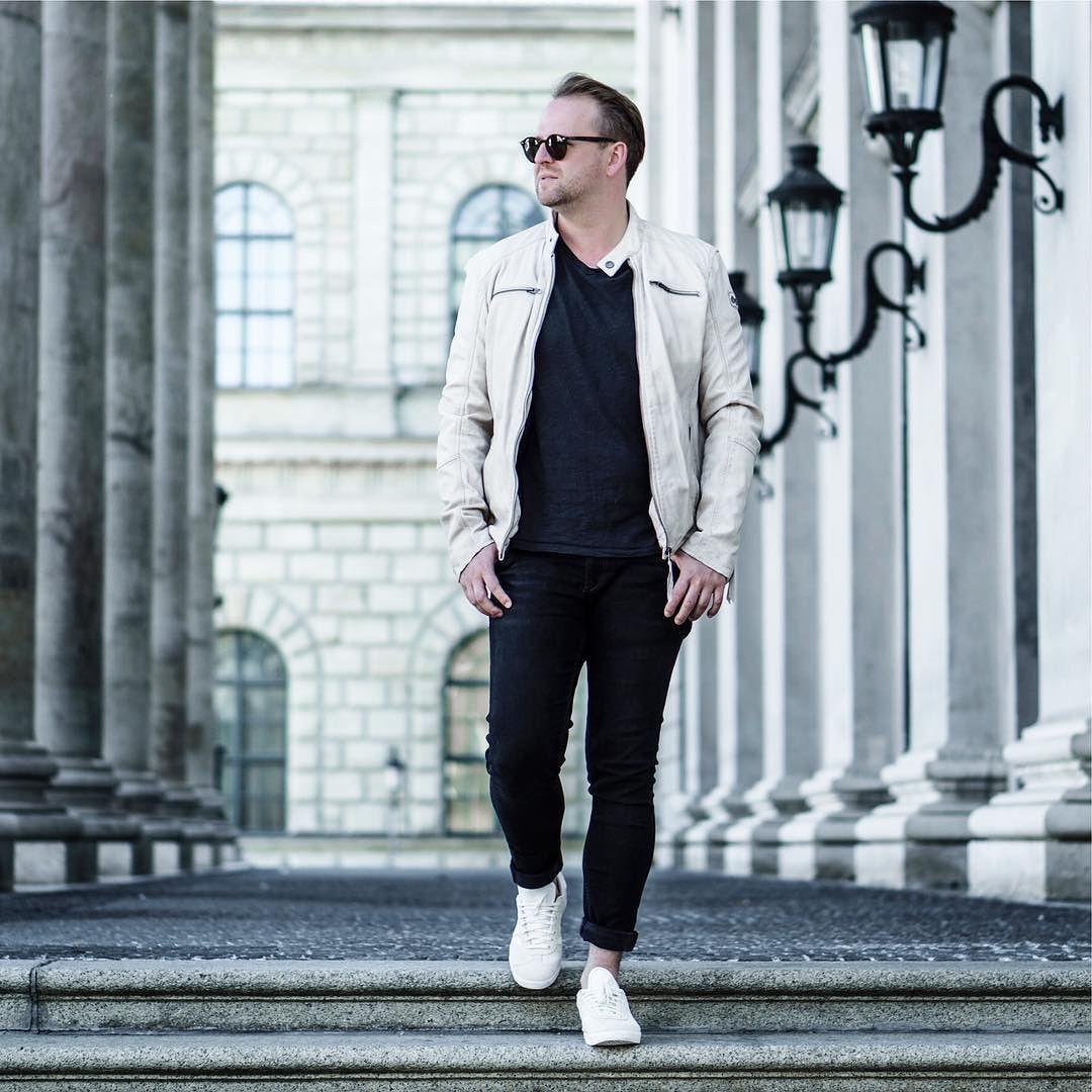 Habt ihr schon meinen neuen Blogpost gesehen ? If not  link in my Bio or swipe up in my story.  #menswear #igers #bloggerlife #bloggerstyle #mnswr #dapper #fashiondaily #mensfashion #fashioninspo #instastyle #germanblog #mensfashionblogger_de #089 #munichblogger #model #malemodel #vienna #hamburg #stuttgart #nyc #london #berlin #köln #frankfurt #paris #ootd #outfit #fashion
